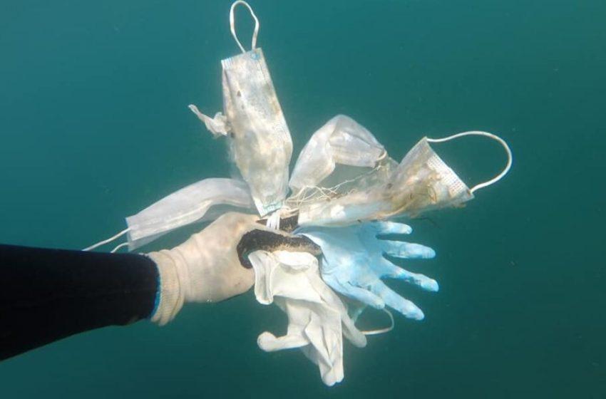 Mascarillas terminan en océanos
