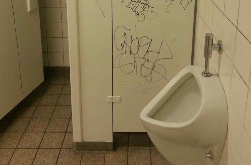 Evita los baños públicos